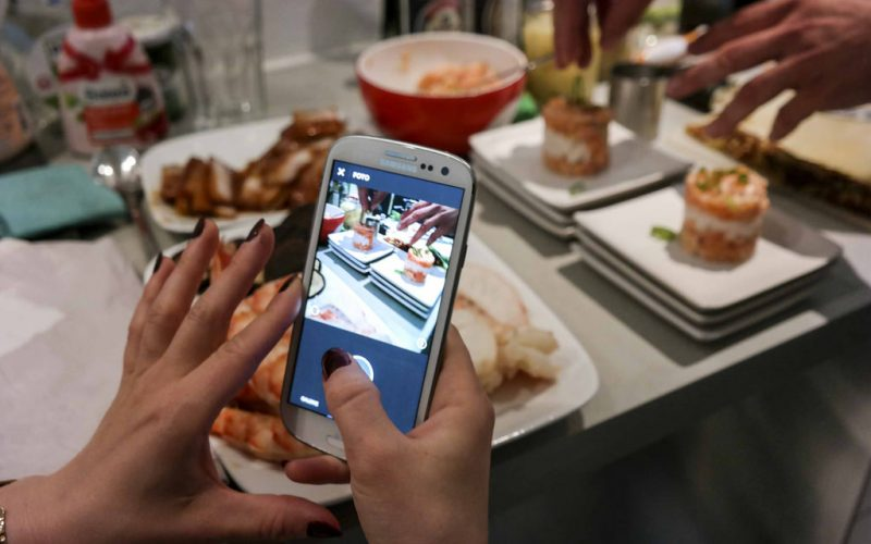 EAT AND TWEET ONE
